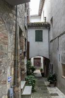 architecture des ruelles et des bâtiments de la ville d'acquasparta photo