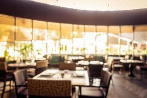 flou abstrait et buffet de restaurant défocalisé dans un complexe hôtelier photo