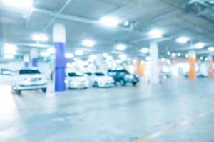 parking flou abstrait dans un centre commercial photo