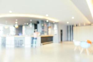 flou abstrait intérieur magnifique et luxueux du hall de l'hôtel photo