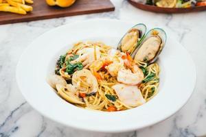 spaghettis et pâtes fruits de mer photo