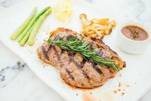 steak de viande de boeuf grillé photo