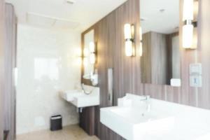 Flou abstrait et intérieur de salle de bain et de toilette défocalisé photo