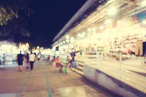 flou abstrait et rue défocalisée et marché local photo
