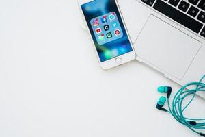 réseau social de dispositifs technologiques. beau concept de photo de haute qualité