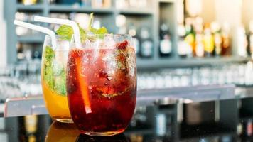 verre à boire des cocktails glacés photo