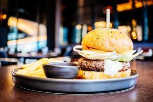 hamburger de viande de boeuf photo