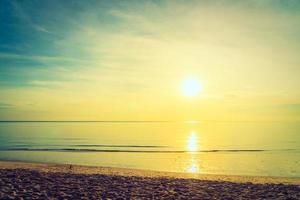 lever de soleil et mer photo