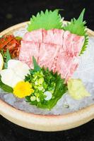 sashimi de boeuf matsusaka cru et frais photo
