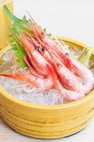 sashimi de crevettes crues et fraîches photo