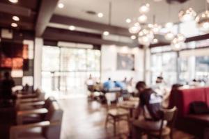flou abstrait et intérieur de café défocalisé photo