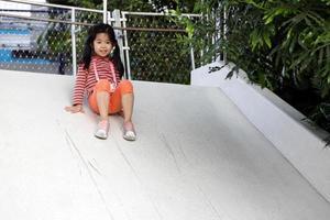 jeune enfant enjoué photo