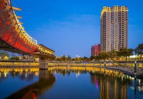 vue nocturne de kaohsiung par love river photo
