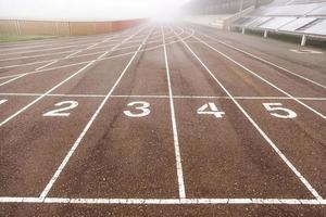 piste de course avec brouillard photo