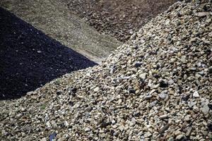 montagnes de gravier et de pierre photo