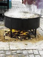 pot avec de la viande mijotée photo