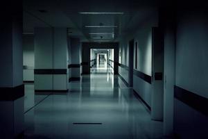 intérieur du couloir de l'hôpital photo