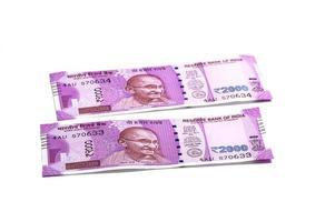 nouvelle monnaie indienne de rs.2000 isolé sur fond blanc. publié le 9 novembre 2016. photo