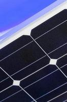 Détail de panneaux solaires pour une énergie propre à Madrid, Espagne photo