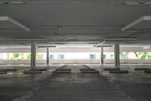 parking ou garage vide photo