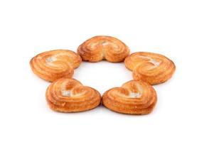 biscuit en forme de coeur, cookies sur fond blanc photo