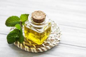 huile essentielle d'arôme à la menthe photo