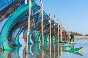 pièges à anguilles au milieu de la rivière à miaoli, taiwan photo