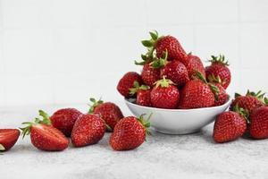 fraises délicieuses mûres fraîches photo