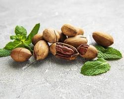 noix de pécan sur une table photo