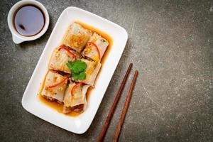 rouleaux de nouilles de riz à la vapeur chinoises photo