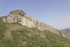 vue sur la piste de pierre de cuca à petropolis photo
