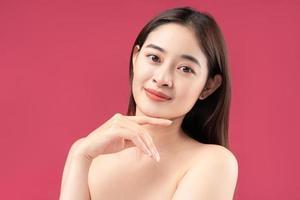 image de jeune femme asiatique avec une belle peau photo