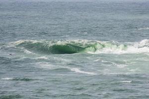 vague sur la plage de vidigal, connue sous le nom de dalle sheraton à rio de janeiro photo