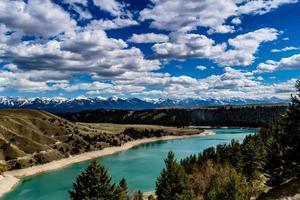 rivière à tête plate menant au barrage de Kerr. Polson, Montana, États-Unis photo