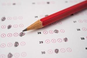 feuilles de réponses avec remplissage de dessin au crayon pour sélectionner le choix, concept d'éducation photo