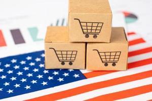boîte avec logo de panier d'achat et drapeau américain des états-unis, importation, exportation, achats en ligne ou e-commerce, service de livraison financière, expédition de produits, commerce, concept de fournisseur. photo