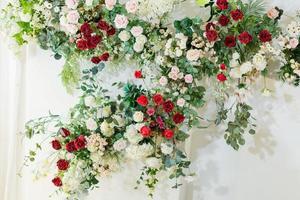 fond de fleur, fond coloré, rose fraîche, mariage en toile de fond, bouquet de fleurs photo