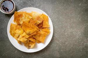 wonton de porc frit avec trempette photo