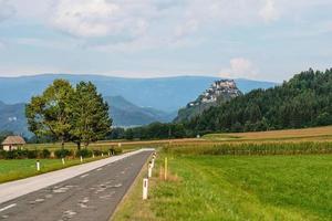 route vers le château de hochosterwitz, carinthie, autriche - image photo