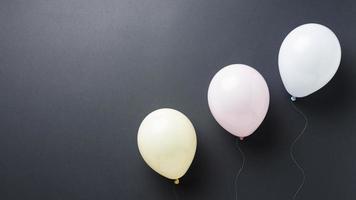la composition avec une jolie boîte de ballons coeur photo