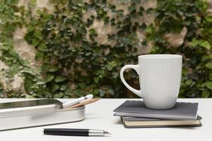 la conception minimaliste du bureau de travail à domicile photo