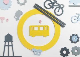 concept de transport avec véhicules et réservoir d'eau de ville photo