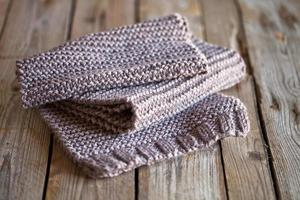écharpe en bois tricotée marron photo