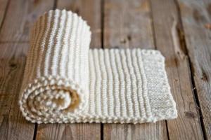 écharpe blanche tricotée à la main photo