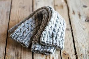 jambières en tricot gris clair photo