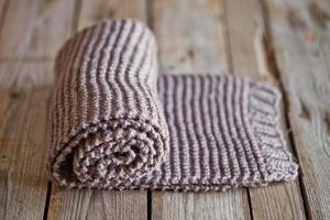 écharpe marron tricotée à la main photo
