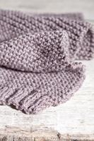 écharpe marron en tricot photo