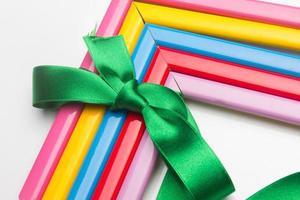 cadres colorés et un ruban cadeau photo
