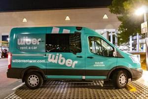 wiber louer une voiture, van turquoise à palma de majorque, espagne photo
