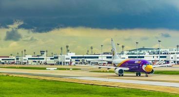 Compagnie aérienne nokair pendant la tempête à l'aéroport de Bangkok Suvarnabhumi, Thaïlande, 2018 photo